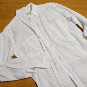 夏のアメカジの白シャツ