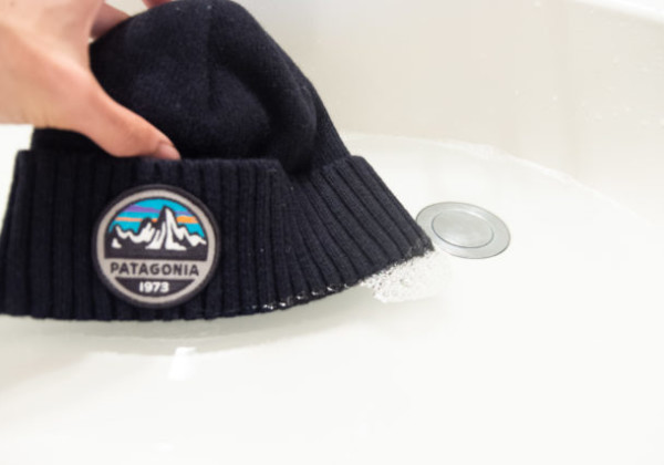 「縮みが怖い!」そんなニット帽を自宅で洗濯してみた【洗い方・干し方を解説】